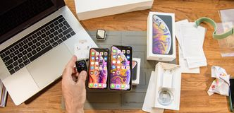 Free New Iphone Xs Max Smartphone And Apple Watch Series 4 Royalty Free Stock Image - 127219976