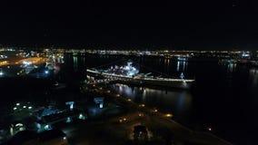 New Jersey de cuirassé de vue aérienne de nuit banque de vidéos