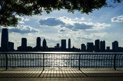 New-Jersey Skyline über Hudson River Stockbilder