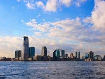 New-Jersey versehen Stadthimmellinie von Manhattan in die Stadt mit Seiten stockbilder