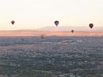 New Mexiko-Heißluftballonprodukteinführungsfülleflammen-Feuerfestival lizenzfreie stockfotos