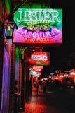 New Orleans Bourbon gatadrinkar och mat Royaltyfri Fotografi