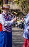 New Orleans jazzaktör på trombonen på Disneyland, Anaheim arkivfoto