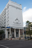 NEW ORLEANS LA - APRIL 12: Hotell Le Pavillon i i stadens centrum New Orleans, Louisiana, USA på April 12, 2014 Fotografering för Bildbyråer