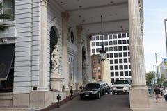NEW ORLEANS, LA - 12 DE ABRIL: Hotel Le Pavillon en New Orleans céntrica, Luisiana, los E.E.U.U. el 12 de abril de 2014 Fotografía de archivo