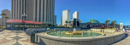 NEW ORLEANS, LA - 8 FEBRUARI, 2016: De toeristen genieten stads van mening Stock Afbeelding