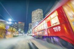 NEW ORLEANS, LA - JANUARI 2016: De Tram van New Orleans bij nacht Royalty-vrije Stock Afbeeldingen