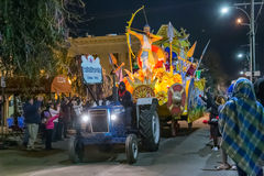 New Orleans, LA/USA - circa febrero de 2016: Krewe de Comus en desfile durante Mardi Gras en New Orleans, Luisiana imagen de archivo