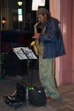 New Orleans, LA/USA - circa Maart 2009: De musici voeren het gebruiken van saxofoon bij Frans Kwart, New Orleans, Louisiane uit Stock Afbeeldingen