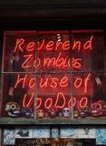 NEW ORLEANS LA/USA -03-19-2014: Vördnadsvärd levande dödvoodoo shoppar in Royaltyfria Foton
