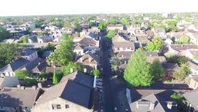 NEW ORLEANS, LUISIANA - 10 DE ABRIL DE 2016: El volar sobre el barrio francés Esto es un área en el corazón de New Orleans durant almacen de metraje de vídeo