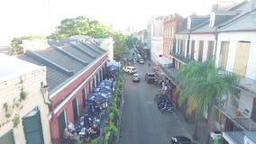 NEW ORLEANS, LUISIANA - 10 DE ABRIL DE 2016: El volar sobre el barrio francés Esto es un área en el corazón de New Orleans durant almacen de video