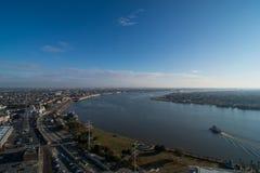 New Orleans med Mississippi River Arkivfoton