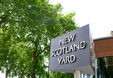New Scotland Yard sign, the London police station Royalty Free Stock Images