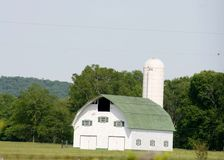 New white barn with green roof Royalty Free Stock Photography