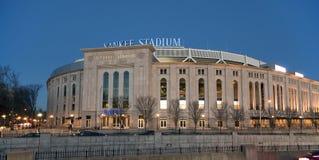 New Yankee Stadium på aftonen Arkivfoto