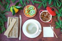 New Year`s breakfast, coffee, bread, jam Regolazione festiva della tabella Immagine Stock Libera da Diritti