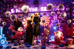New Year's shop-window. This is a shop-window with mannequins and Santa Clause Royalty Free Stock Photos
