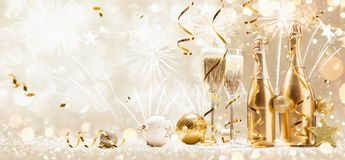 Free New Years Eve Celebration With Champagne And Confetti Stock Photos - 164451533