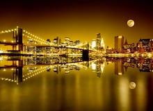Золотистые New York и Бруклинский мост Стоковые Изображения