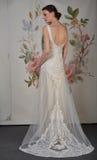 NEW YORK - 22. APRIL: Ein Modell wirft für Claire Pettibone-Brautdarstellung auf lizenzfreie stockfotografie