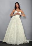 NEW YORK - APRIL 22: Het Model stellen voor de bruids presentatie van Anne Barge royalty-vrije stock foto