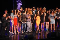 NEW YORK - AUGUSTI 08: Vinnare av den Montano för Top Model Latina Verà ³nica (orange klänning) överst modellen 2014 Latina 2014 Royaltyfri Bild