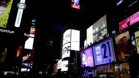 New York, 3 Augustus: Times Square 's nachts van Manhattan in de Stad van New York stock footage