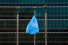 NEW YORK - AUGUSTUS 25, 2018: Vlag bij het de V.N.-hoofdkwartier in New York royalty-vrije stock afbeeldingen