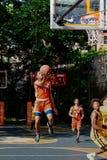 New York - basquetebol da rua cortes da rua do oeste em 4ns Fotografia de Stock