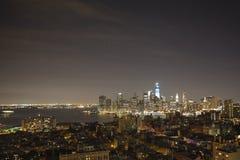 New York bis zum Nacht - neues WTC im Blau Stockfotos