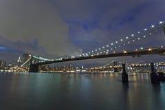 New York - Brooklyn bro och Lower Manhattan Arkivfoton