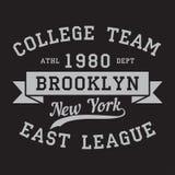 New York, Brooklyn - logotipo da cópia Projeto gráfico para o t-shirt, fato do esporte Tipografia para a roupa Equipe da faculdad ilustração royalty free