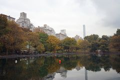 New York Central Park Lake Autumn with Skyline.  Royalty Free Stock Images