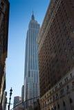 New York che esamina l'Empire State Building Immagini Stock