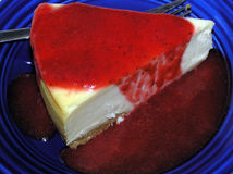 New York Cheesecake With Strawberry Sauce Stock Photography