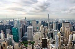New York City, Соединенные Штаты Панорамный взгляд skylin Манхаттана стоковые изображения rf