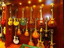 New York City Amerikas förenta stater - Maj 02, 2016: Detaljen från Carmine Street Guitars shoppar i New York Royaltyfri Fotografi