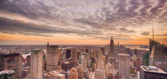 New York City au coucher du soleil images stock