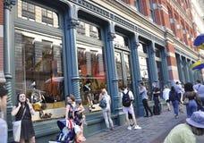 New York City, am 4. August: Einkaufsmarke von Soho-Bezirk von Manhattan in New York City stockbilder