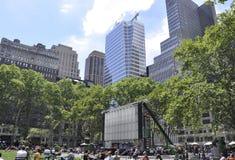 New York City august 3rd: Bryant Park från Manhattan i New York Arkivfoton