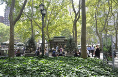 New York City august 3rd: Bryant Park från Manhattan i New York Royaltyfri Foto