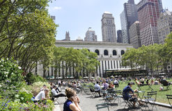 New York City august 3rd: Bryant Park från Manhattan i New York Arkivfoto