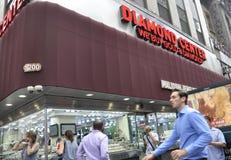 New York City august 3rd: Diamond Center fönster från Manhattan i New York Arkivbild