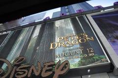 New York City Augusti 2nd: Disney filmer annonserar i Times Square från Manhattan i New York City arkivbild