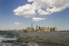 New York City avec le ferry-boat photographie stock libre de droits