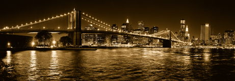 New York City Brooklyn et ponts de Manhattan par nuit Photographie stock