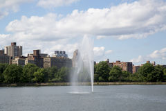 New York City Central Park fountain and Jacqueline Kennedy Onassis Reservoir Royalty Free Stock Photography