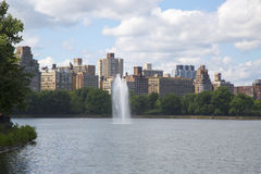 New York City Central Park fountain and Jacqueline Kennedy Onassis Reservoir Royalty Free Stock Photo
