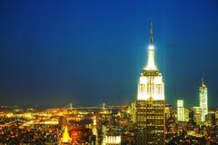 New York City cityscape i natten Arkivfoto